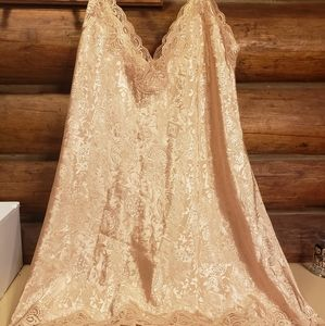 🌹3/$10🌹New gold and lace nighty.